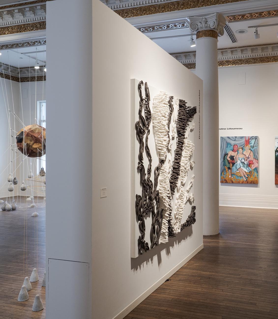 Erosion- arborescence - rhizomes 72 po X 72 po céramique sur bois Musée des beaux arts de Sherbrooke crédit photo François Lafrance © 2019