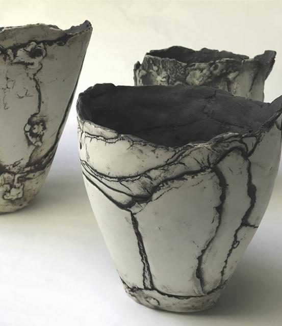 Vases en porcelaine inspiration Wabi Sabi Sylvie Schueler © 2020